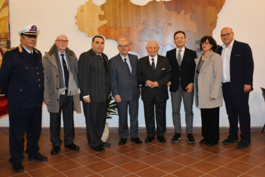 Mazara, il Prefetto Ricciardi visita in Comune la mostra permanente del prof. Pino Giacalone  Visita anche al Museo Ornitologico