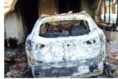 GIBELLINA, INCENDIO DISTRUGGE AUTO SINDACO, GLI ASSESSORI: «GESTO VILE E VIGLIACCO»
