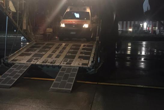 Trasporto sanitario: ambulanza in volo con un velivolo da trasporto C-130J dell'Aeronautica Militare