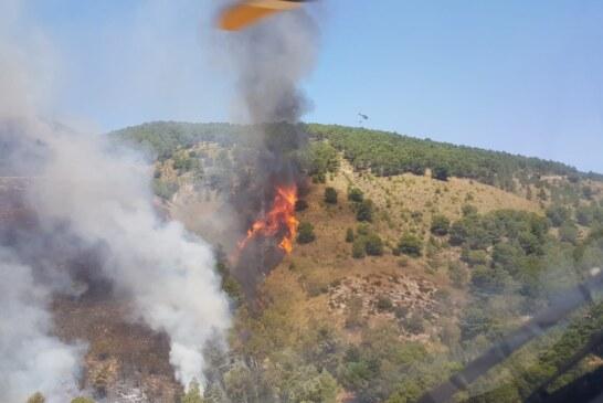 L'82° Centro C.S.A.R.dell'Aeronautica Militare effettua 9ore di volo,96 lancicon 72mila litri di acqua per estinguere un incendio