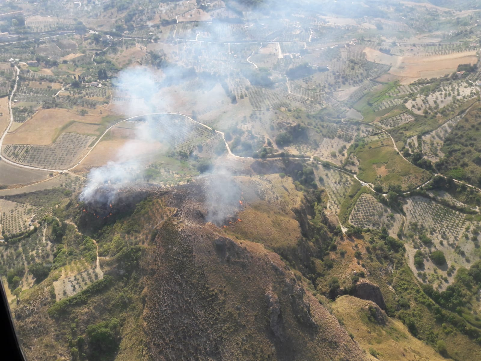9 ore di volo, 44 sganci e 40mila litri d'acqua su un incendio nella prima  Domenica di Agosto, perL'82° Centro C.S.A.R.dell'Aeronautica Militare