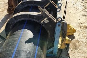 Proseguono senza sosta, anche in orario notturno, i lavori per riparare la condotta fognaria che porta i liquami al depuratore di Nubia sotto l'osservazione dell'Ass.re