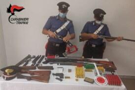 Spara contro la casa del fratello. Carabinieri sequestrano un arsenale di armi clandestine. In carcere un cinquantaquattrenne.